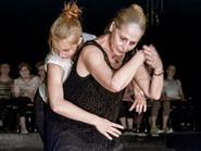 Tänzerinnen auf der Bühne